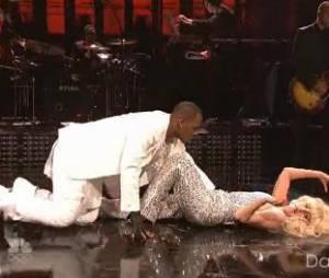 Lady Gaga : duo très sexy avec R. Kelly au SNL