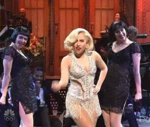 Lady Gaga chante Applause au SNL