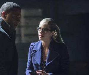 Arrow saison 2 : Felicity se fait un ami