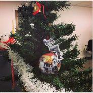 Miley Cyrus sur une boule Noël, serre-tête sapin pour chien... : les objets WTF pour les fêtes