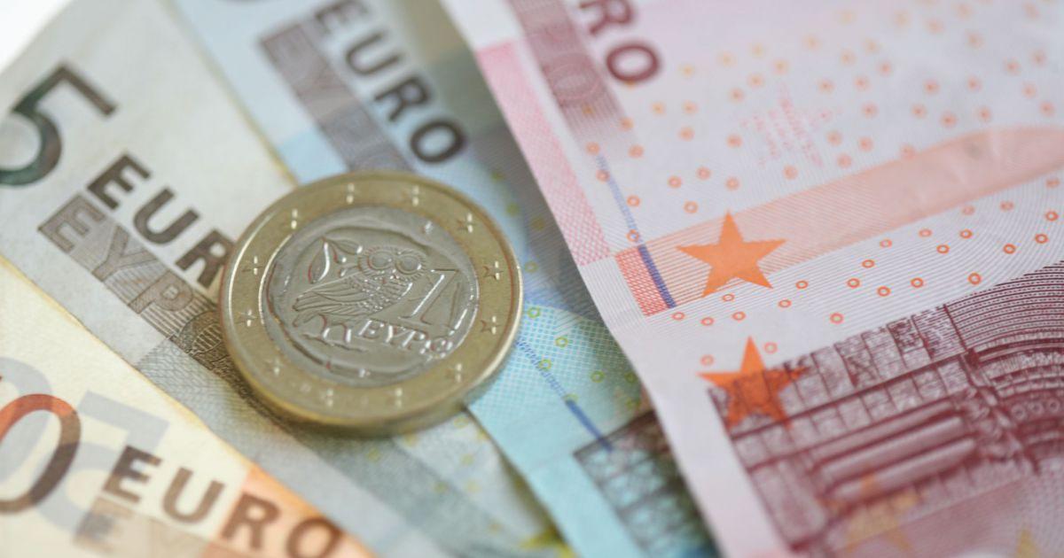 Il trouve 10 000 euros dans la rue et les rapporte au for Cuisine 10 000 euros