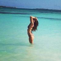 Tal en mode Shy'm : sexy en bikini aux Bahamas
