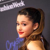 Ariana Grande : après Nathan Syles, en couple avec Adrian Grenier ?