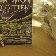 The Hobbit 2 : un artiste fait renaître le dragon Smaug avec... les pages du livre