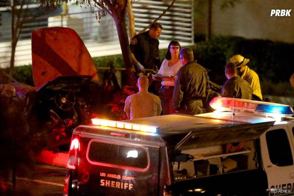 les photos de l 39 accident de voiture de l 39 acteur paul walker mort le 30 novembre 2013 attestent. Black Bedroom Furniture Sets. Home Design Ideas