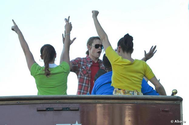 Glee saison 5 : Chord Overstreet et les acteurs sur le tournage d'un épisode le 16 janvier 2014 à Los Angeles