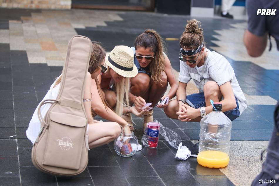 Les Anges de la télé-réalité 6 : Dania, Amélie Neten, Anaïs Camizuli et Eddy en mission pour leur association, le 20 janvier 2014 à Sydney