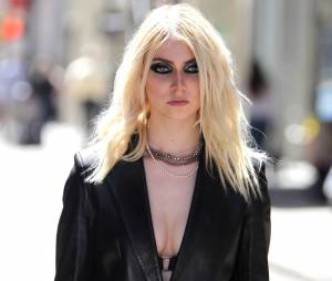 Taylor Momsen se déshabille dans le clip 'Heaven Knows' de The Pretty Reckless