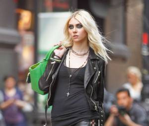 Taylor Momsen se montre entièrement nue dans le clip 'Heaven Knows' de The Pretty Reckless