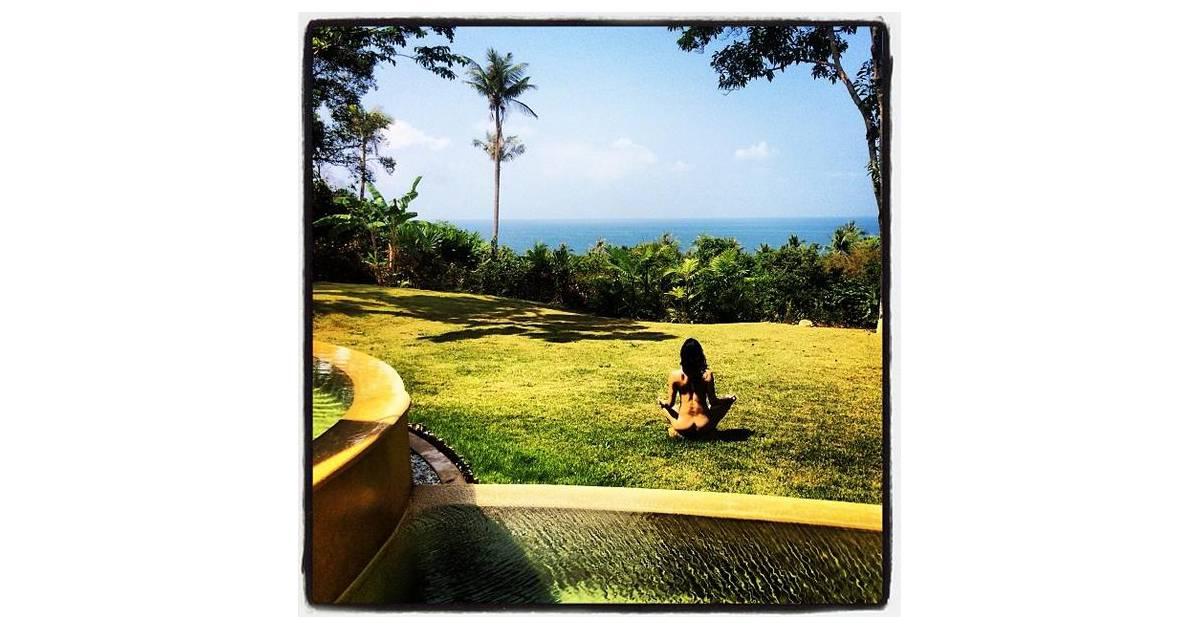Michelle rodriguez nue dans un jardin photo sexy et buzz for Nue dans son salon
