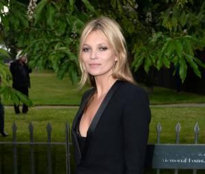 """Kate Moss se dévoile nue pour le nuveau numéro du magazine """"Lui"""""""