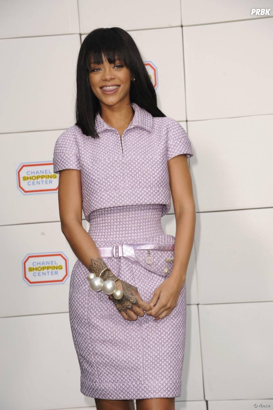 """Rihanna au défilé Chanel de Karl Lagerfeld dans le """"Shopping Center"""" du Grand Palais, le 4 mars 2014 à Paris"""