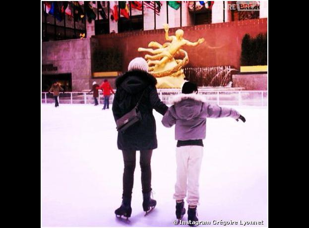 Alizée et sa fille Annily profitent d'une patinoire de New York, le 5 mars 2014 sur Instagram