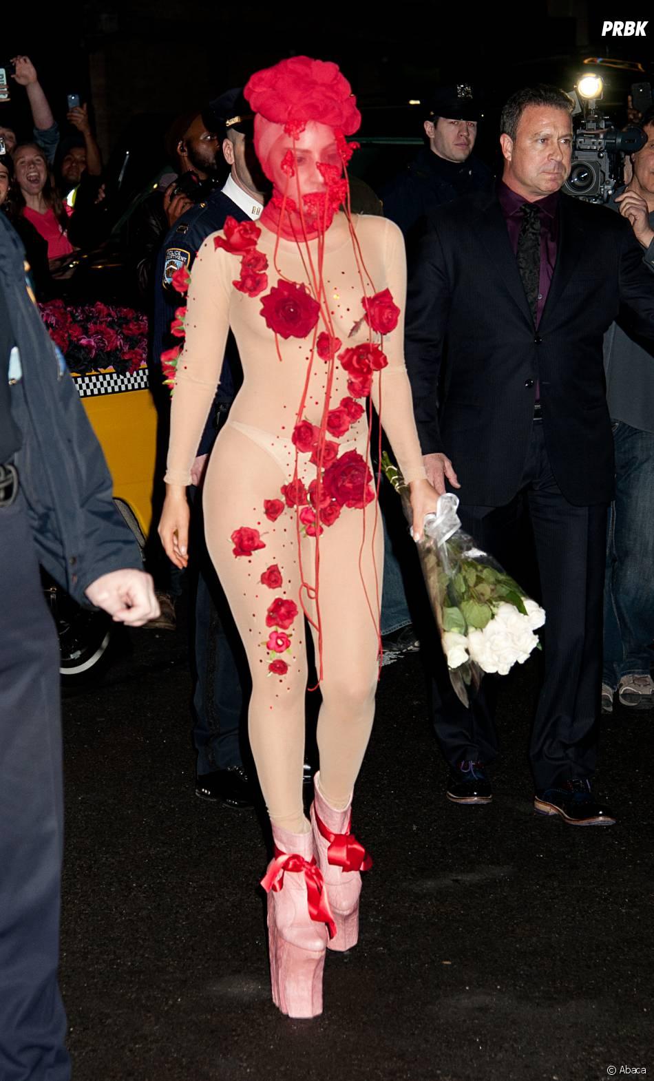 lady gaga en mode tenue de folie pour son anniversaire le 28 mars new york purebreak. Black Bedroom Furniture Sets. Home Design Ideas