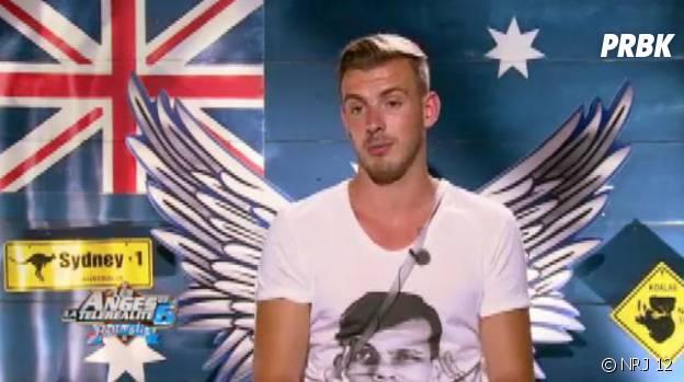 Les Anges 6 : Julien le blond et son t-shirt à l'effigie de Stromae