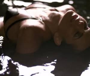 Inna fait monter la température dans le clip du single Cola Song