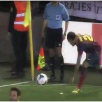 """Dani Alves (FC Barcelone) : de Neymar au PSG, """"sa"""" banane fait le buzz"""