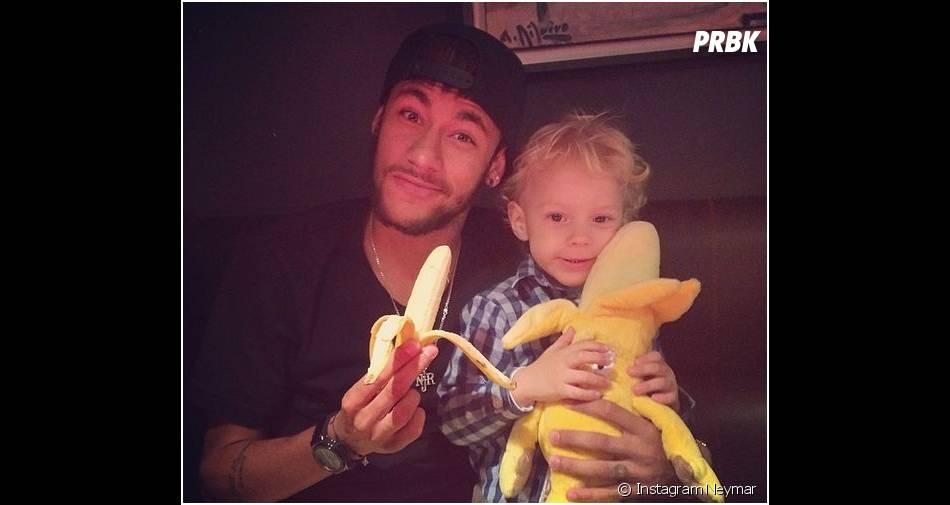 Neymar et son fils : leur clin d'oeil à la banane de Dani Alves