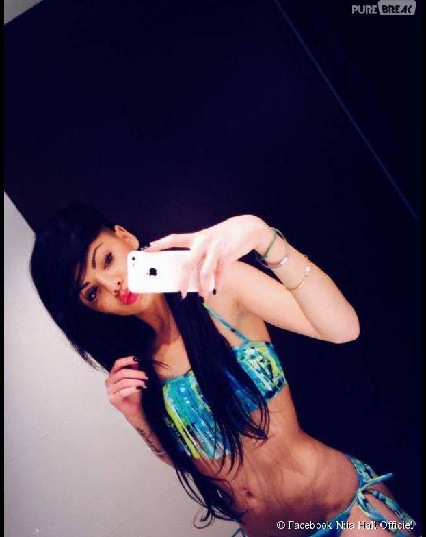 Niia Hall : selfie en maillot de bain sur Facebook