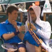 Novak Djokovic abrite un ramasseur de balles et trinque avec lui à Roland Garros