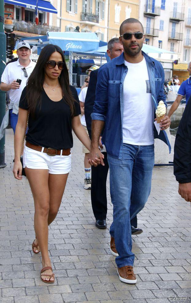 Tony Parler et sa fiancée Axelle Francine complices à Saint-Tropez, le 1er juillet 2014