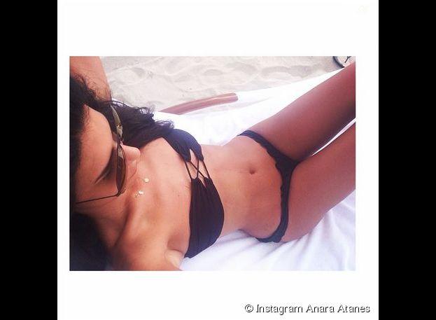 Anara Atanes ultra sexy en bikini, le 31 juillet 2014 sur Instagram