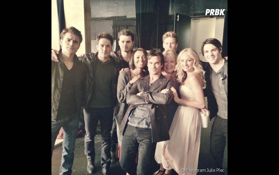L'équipe lors d'une séance photo pour la saison 6 de Vampire Diaries