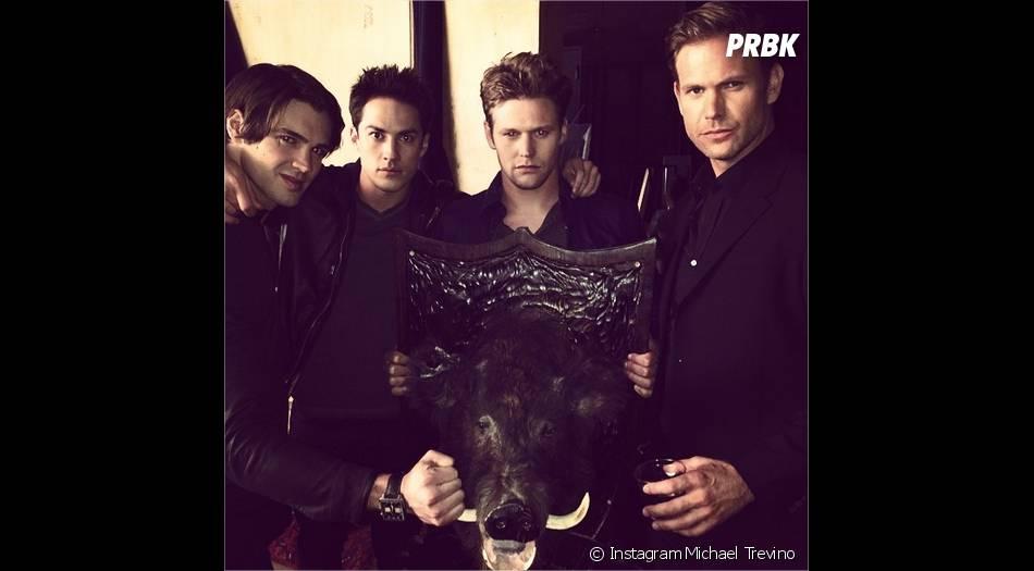 Steven R. McQueen, Michael Trevino, Zach Roerig et Matt Davis lors d'une séance photo pour la saison 6 de Vampire Diaries