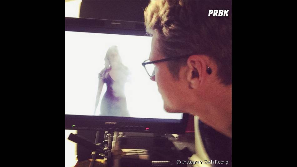 Zach Roerig hypnotisé par Nina Dobrev lors d'une séance photo pour la saison 6 de Vampire Diaries