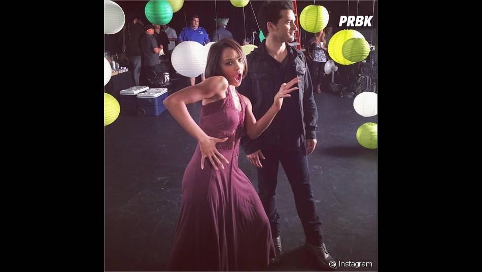 Kat Graham s'éclate avec Michael Malarkey lors d'une séance photo pour la saison 6 de Vampire Diaries