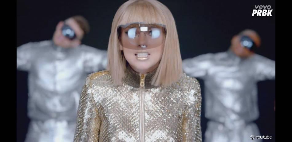 Taylor Swift méconnaissable dans le clip de son nouveau single Shake It Off,