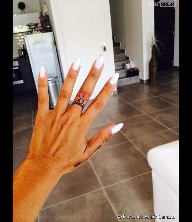 Anaïs Camizuli : un nouveau tatouage sur la main gauche