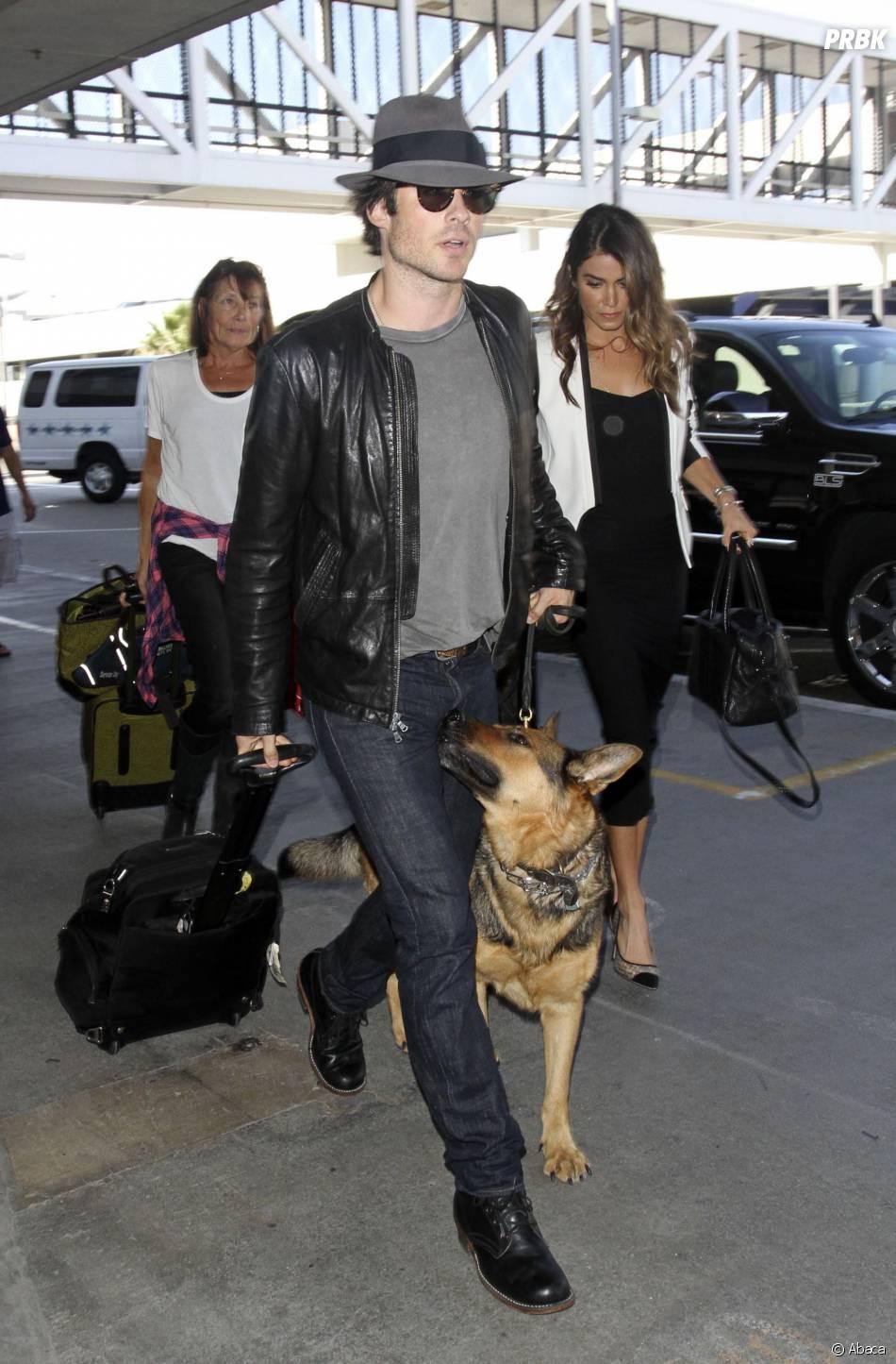 Ian Somerhalder et Nikki Reed arrivent à LAX le 10 octobre 2014