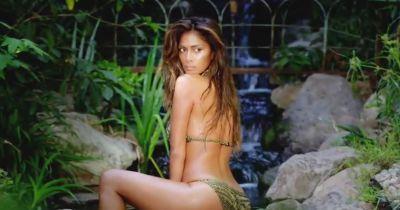 Nicole Scherzinger : sensuelle et topless pour la promo de Big Fat Lie