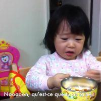 Une fillette se fait voler son orange et panique : la blague cruelle d'une maman