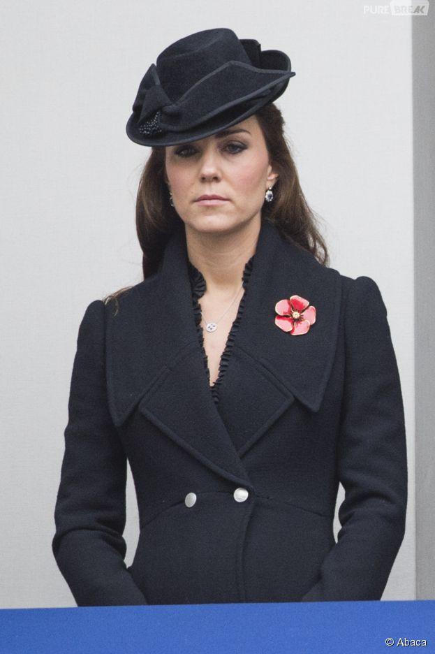 """Kate Middleton enceinte et sombre pour le """"Remembrance Sunday"""", le 9 novembre 2014 à Londres"""