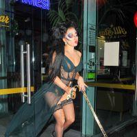 Lady Gaga : lingerie apparente et maquillage de carnaval pour une sortie bowling