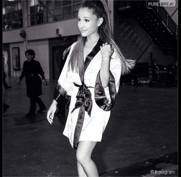 Ariana Grande dans les coulisses du show Victoria's Secret 2014, le 2 décembre 2014 à Londres