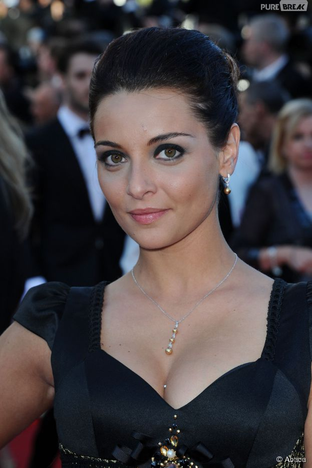 Priscilla Betti glamour sur le tapis rouge du Festival de Cannes, le 15 mai 2014