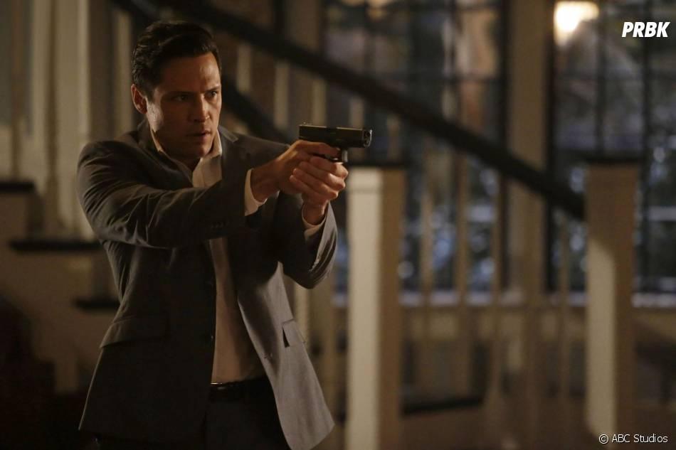 Revenge saison 4, épisode 11 : Nick Wechsler sur une photo