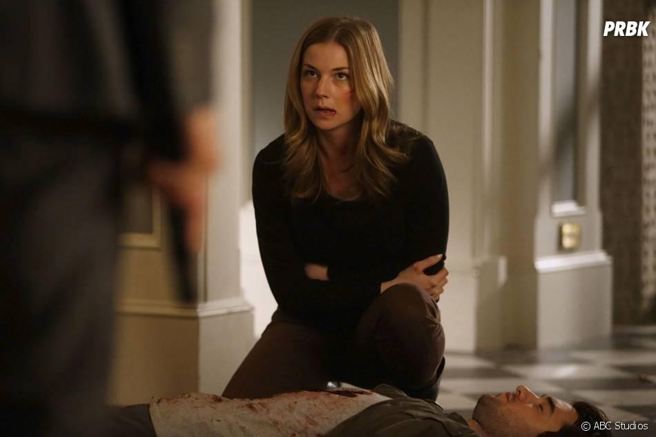 Revenge saison 4, épisode 11 : Emily VanCamp sur une photo