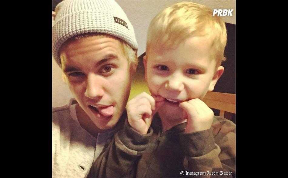 Justin Bieber et son petit frère Jaxon réunis pour Noël