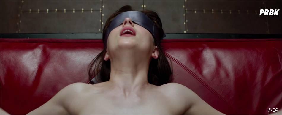 Fifty Shades of Grey : Dakota Johnson sexy sur une photo du film