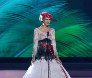 Camille Cerf : son costume traditionnel pour l'élection de Miss Univers 2015