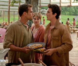 Divergente 2 : Theo James (Quatre) et Milles Teller (Peter) s'affrontent sur une photo