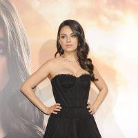 Mila Kunis décolletée et sublime : 1er tapis rouge depuis la naissance de sa fille