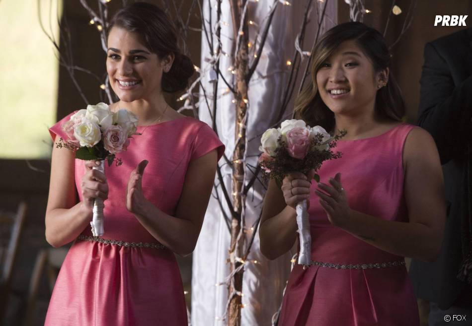 Glee saison 6, épisode 8 : Tina (Jenna Ushkowitz) et Rachel (Lea Michele) au mariage de Santana et Brittany