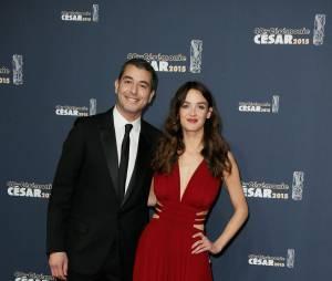 Ali Baddou et Charlotte Le Bon sur le tapis rouge des César 2015 au théâtre du Châtelet à Paris, le 20 février 2015