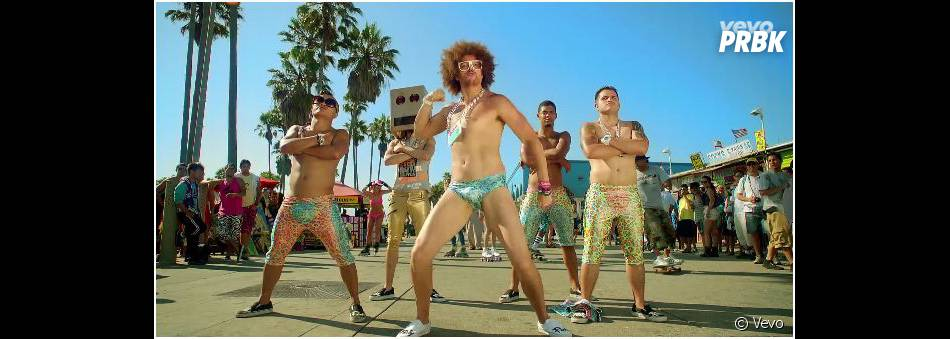 Redfoo en slip dans le clip de Sexy and I Know It de LMFAO