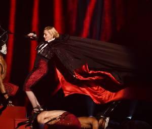 Madonna : grosse chute sur scène aux BritAwards 2015, le 25 février 2015 à Londres